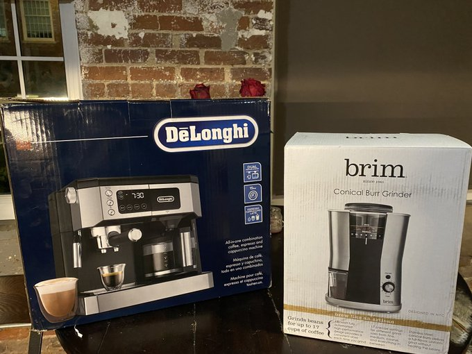 We upgraded the old dēlonghi for this guy and a Burr grinder. #coffeesnob https://t.co/izuxoEgBPz