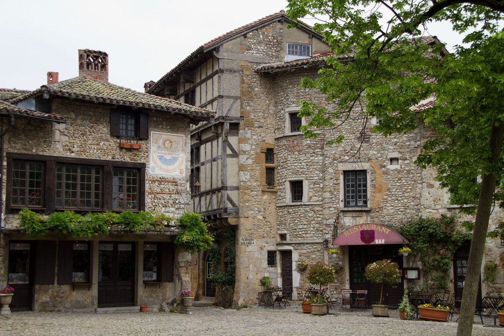 Je l'adore! Pérouges(ペルージュ)- フランスで最も美しい村巡り2011 No.39 -★★★★☆