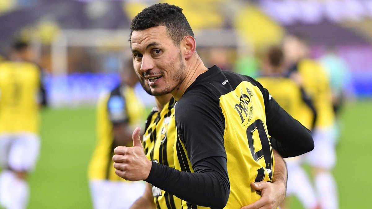 EREDIVISIE  - Vitesse kept the pressure on Ajax with a 2-0 win over Fortuna Sittard - Feyenoord rescued themselves a point in a 1-1 draw with FC Utrecht - 2 goals in the space of 3 minutes secured AZ Alkmaar a 2-1 win at Heracles - PSV Eindhoven scraped past Sparta with a 1-0 win https://t.co/3ooXAzlDKp
