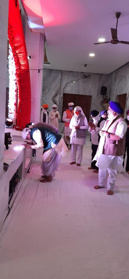 श्री गुरु नानक देव जी के 551वें प्रकाशपर्व के अवसर पर सरकार्यवाह मा.भय्याजी जोशी ने उज्जैन के क्षिप्रा नदी तट पर स्थित गुरुनानक घाट गुरुद्वारा में मत्था टेका।गुरुद्वारा प्रबंध समिति के पदाधिकारियों ने मा.भय्याजी का स्वागत किया गया।उन्होंने गुरुद्वारे में लंगर प्रसादी भी ग्रहण की।