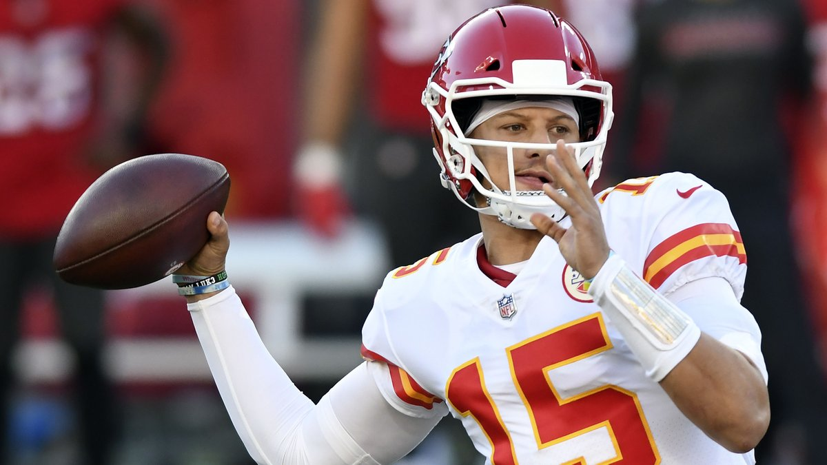 WWE .Boxing. COM USA @MmaNfl · Nov 30 Fifth career 400+ yard passing game for @PatrickMahomes Rocket Likes @ Tweets+ Retweets Click  @Chiefs | #ChiefsKingdom | #KCvsTB  plying to @NFL @PatrickMahomes and @Chiefs