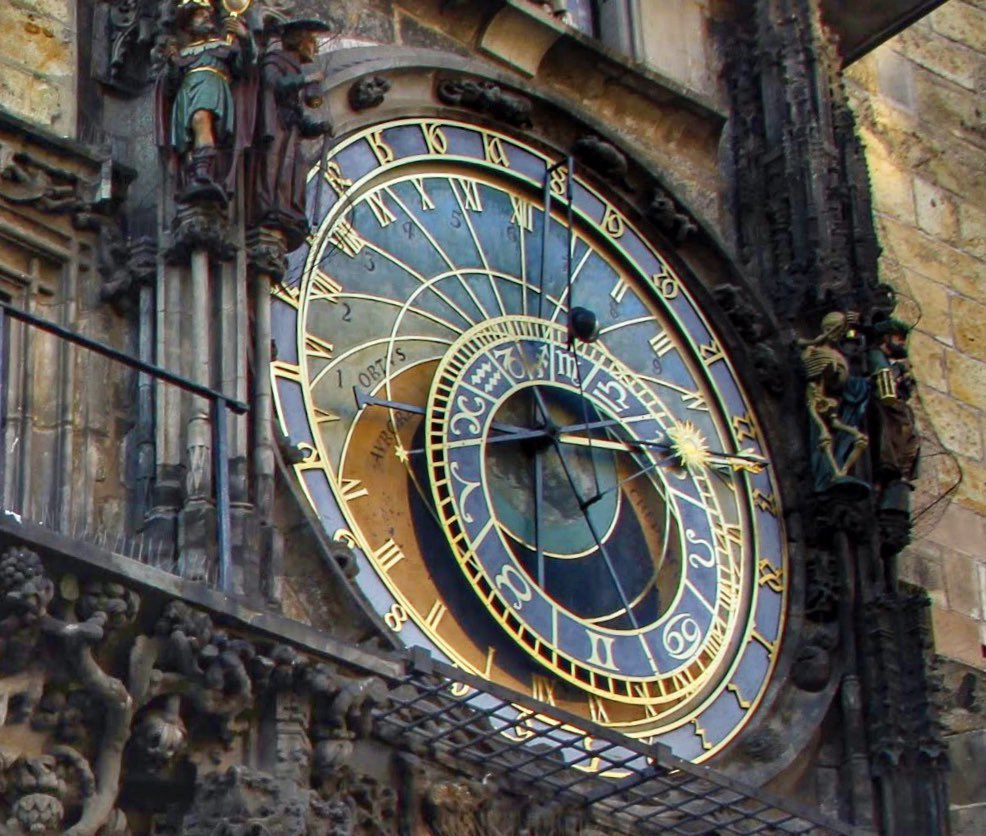 """""""When time doesn't heal things in life, there's only one way out—seeking help from the one whom all clocks tick for"""" ~Anonymous #prague #czechrepublic  #architecture #travel #wanderlust #canonphotogtaphy #astronomicalclock @PragueTravel https://t.co/AXSy1YAdxX"""