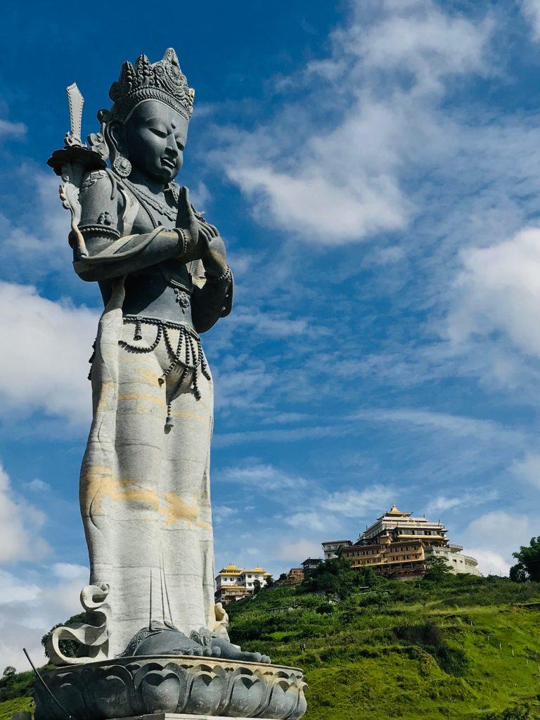 The Standing Manjushri in Nepal | 尼泊尔的站立文殊 https://t.co/5kXOxC0SRC @tsemtulku   #Buddha #Buddhism #Manjushri #Nepal #statue #wisdom #travel #pilgrimage #inspiration #blessings #spirituality #magnificent #TsemRinpoche https://t.co/nhRYhHAvyM