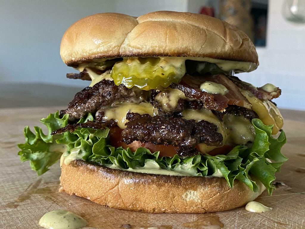 [homemade] Bacon Cheeseburger #viral #trending #foodie #foodblogger #foodphotography #ff #tbt #ico https://t.co/NLqTWXFbSJ
