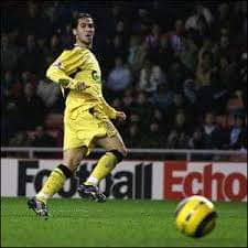 On this day 30th of Nov  2005 - @sissokomomo was sent off as we won 2-0 at Sunderland thanks to goals from @luchogarcia14 and #StevenGerrard. This ensured we had gone the whole month of November without conceding a goal, a club first.  #onthisdaylfc  #LiverpoolFC #YNWA #LFC https://t.co/SxDMHmldNi