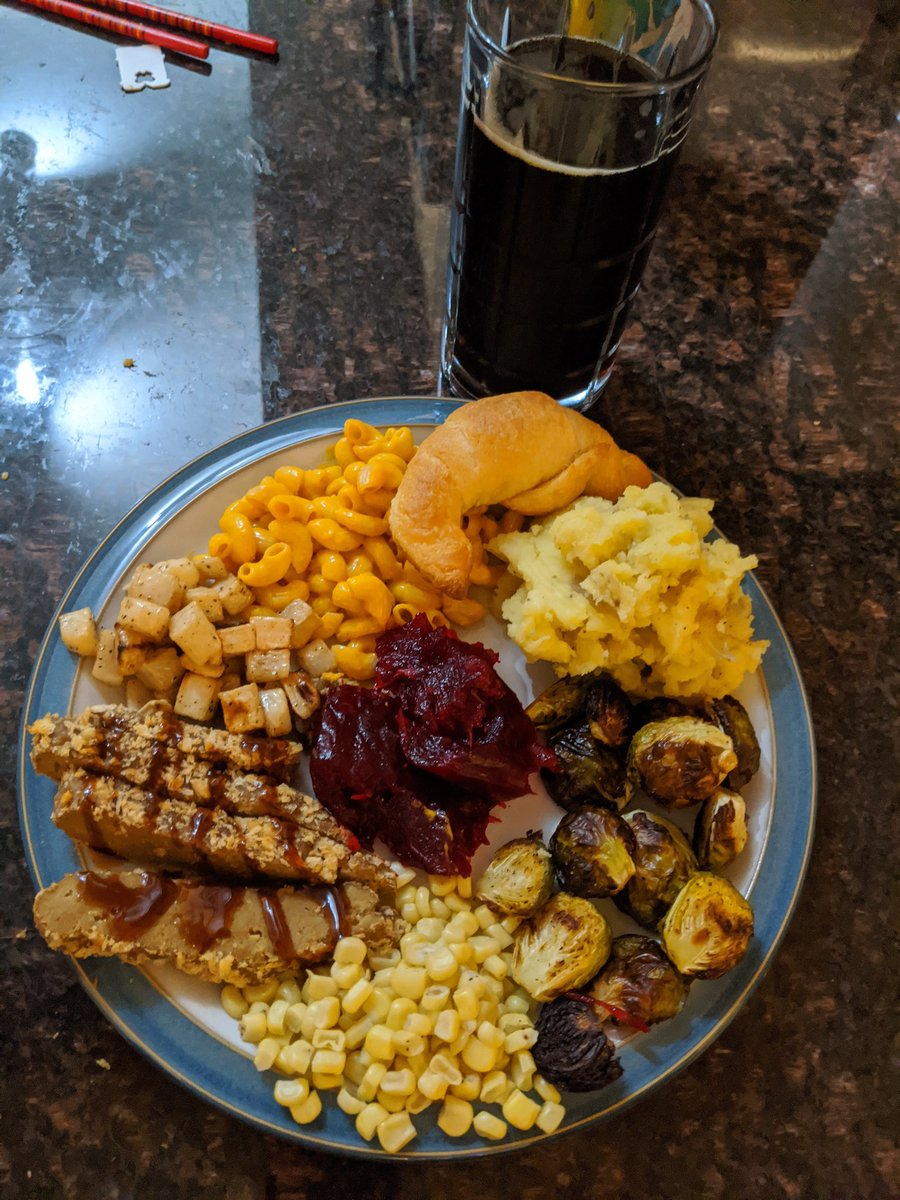 Also, #Vegan Thanksgiving. It was just my boyfriend and me, with him doing most of the cooking and me doing mostly cleaning and helping with some. https://t.co/lsGD8EUIBC