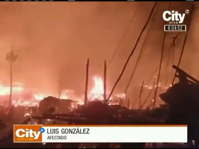 El colmo: delincuentes aprovecharon emergencia en Riosucio, Chocó, para saquear seis locales comerciales. Dos personas perdieron la vida en el incendio y más de 480 resultaron damnificadas. Autoridades hacen presencia en la zona. #CityNoticiasFDS