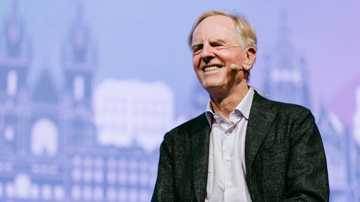Este es John Sculley, ex-presidente de Pepsi (1977-1983) y ex-director ejecutivo de Apple (1983-1993), toda una referencia en la estrategia de negocios.  Pues bien, John tiene algo que contarnos...🤔 ¡Pronto más!  #SherpaAI #AI #ArtificialIntelligence #IA #InteligenciaArtificial