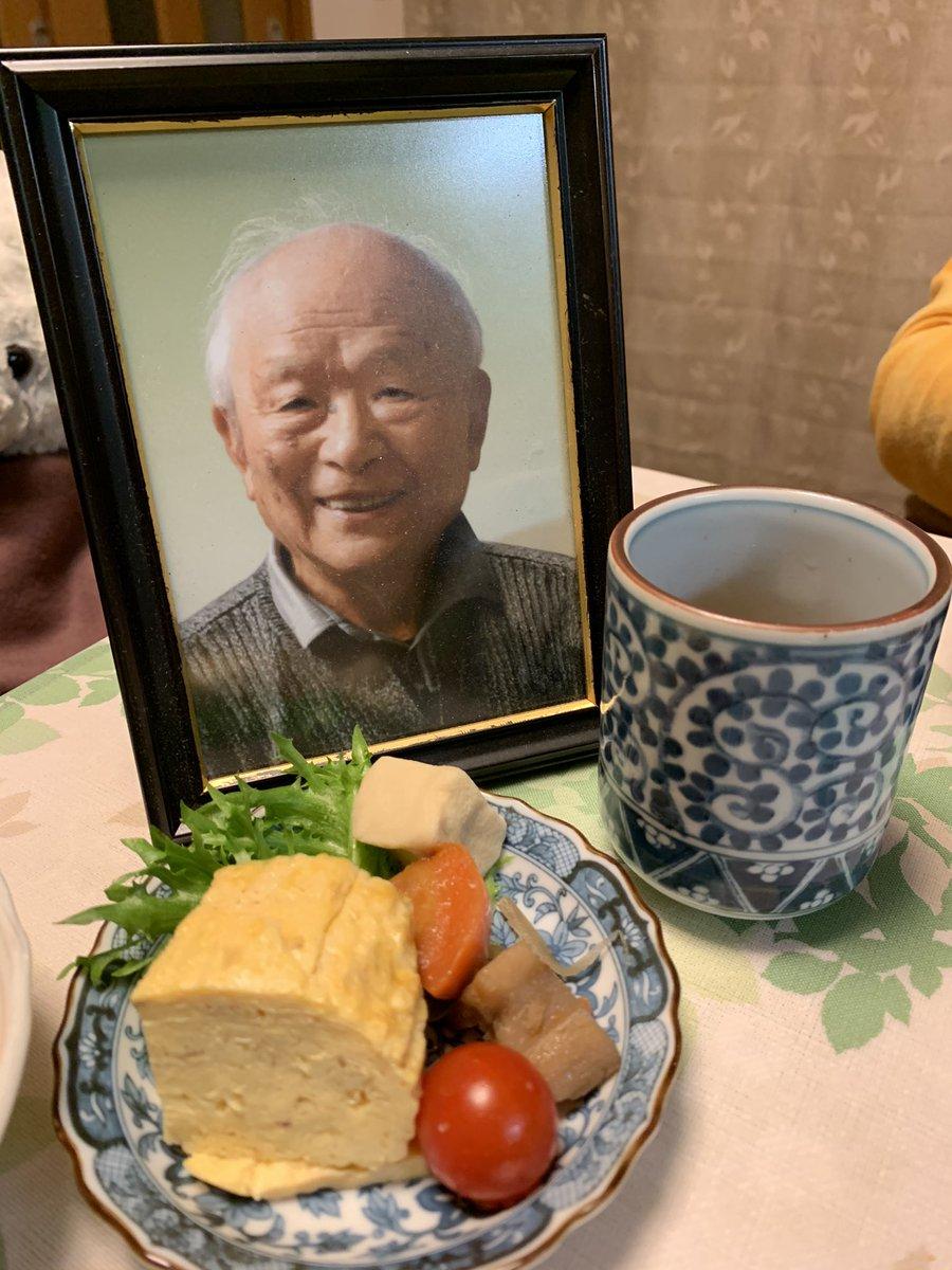 今日は父の命日。父と一緒に家族で夕飯食べてます。「お父ちゃん、たまには戻ってきてよ…」と呟く母…