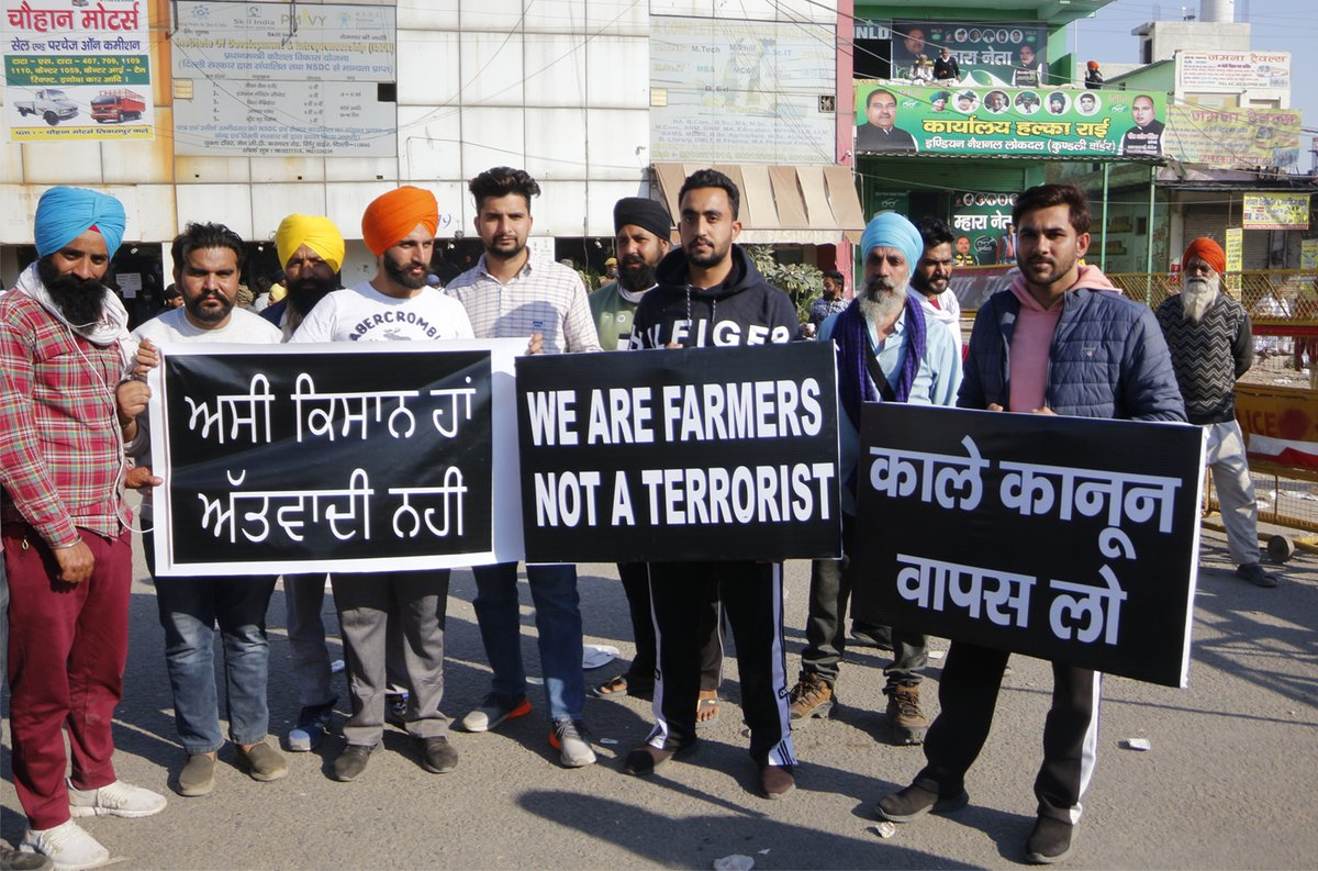 "Farmers at Kundli upset over media misrepresentation, accusations; confront ""godi media""  @Prabhtalks reports: https://t.co/5Z2vT5eBwP https://t.co/IrKldmCVxh"