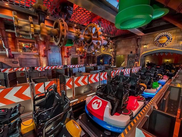 5000RT:【2/4オープン】USJ、「マリオカート」アトラクション内部を先行公開!等身大のクッパ像が待ち受けるクッパ城や、トロフィールームなどを公開。マリオカート体験に必要なヘッドセットも。