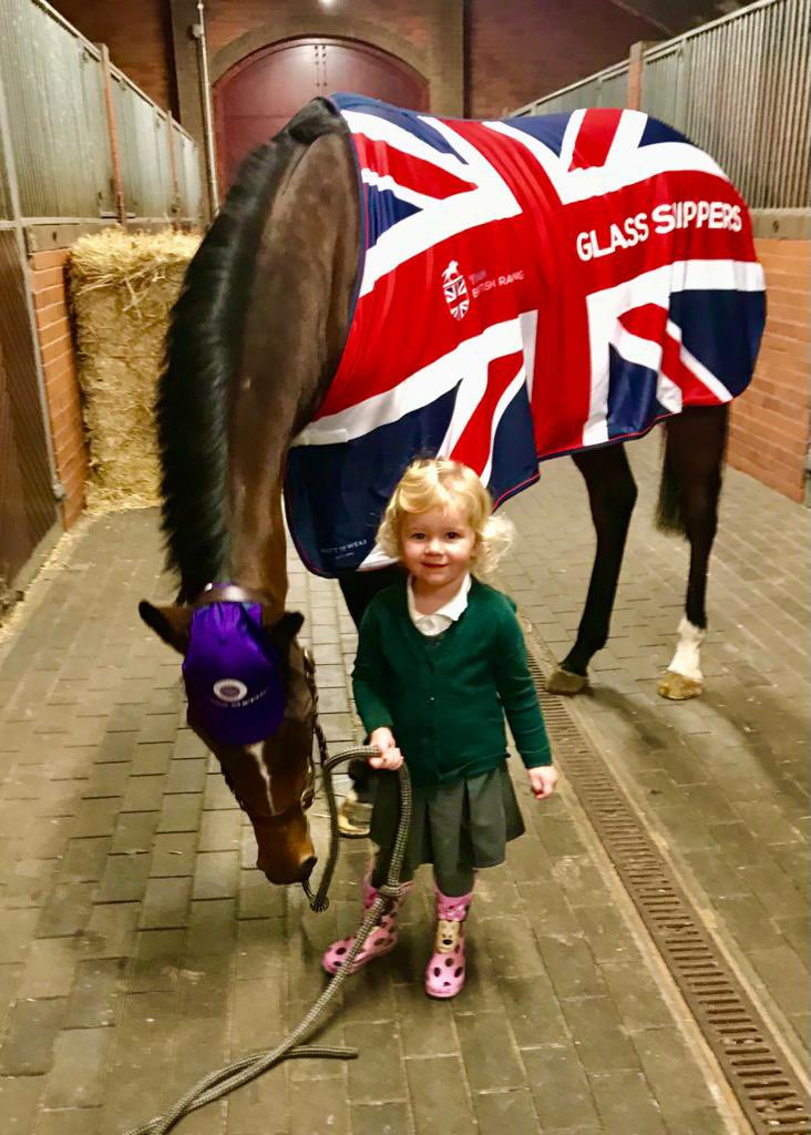 Glass Slippers is welcomed home by our manager's daughter Poppy @kevinryanracing @tomeaveswigan