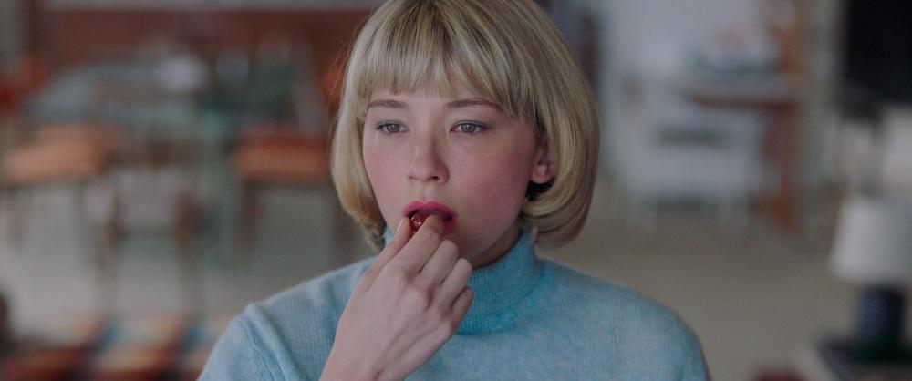 """映画『Swallow/スワロウ』""""異物を呑み込む""""欲望 - 美しくも恐ろしいスリラー作品 -"""