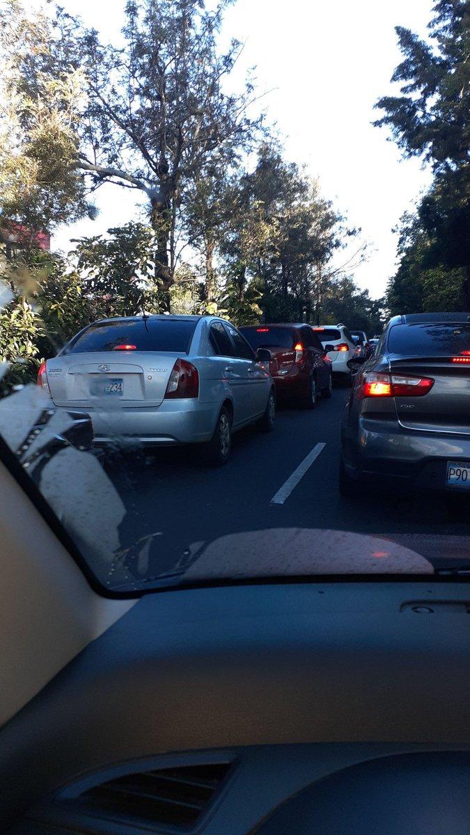 #Traficosv Tráfico complicado en la zona de la Cima III Foto cortesía https://t.co/ZOVzNTOMGR