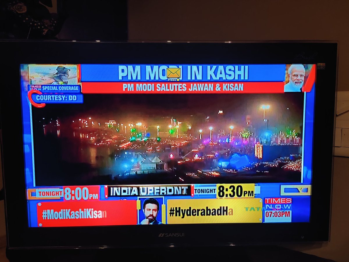 Watching PM Mod's Dev Deepawali in Varanasi. @PMOIndia  It makes me proud to be from a country where reform and spirit lies at the centre of the government's policy. #LordShiva #divinity https://t.co/hmmNVbsVNW