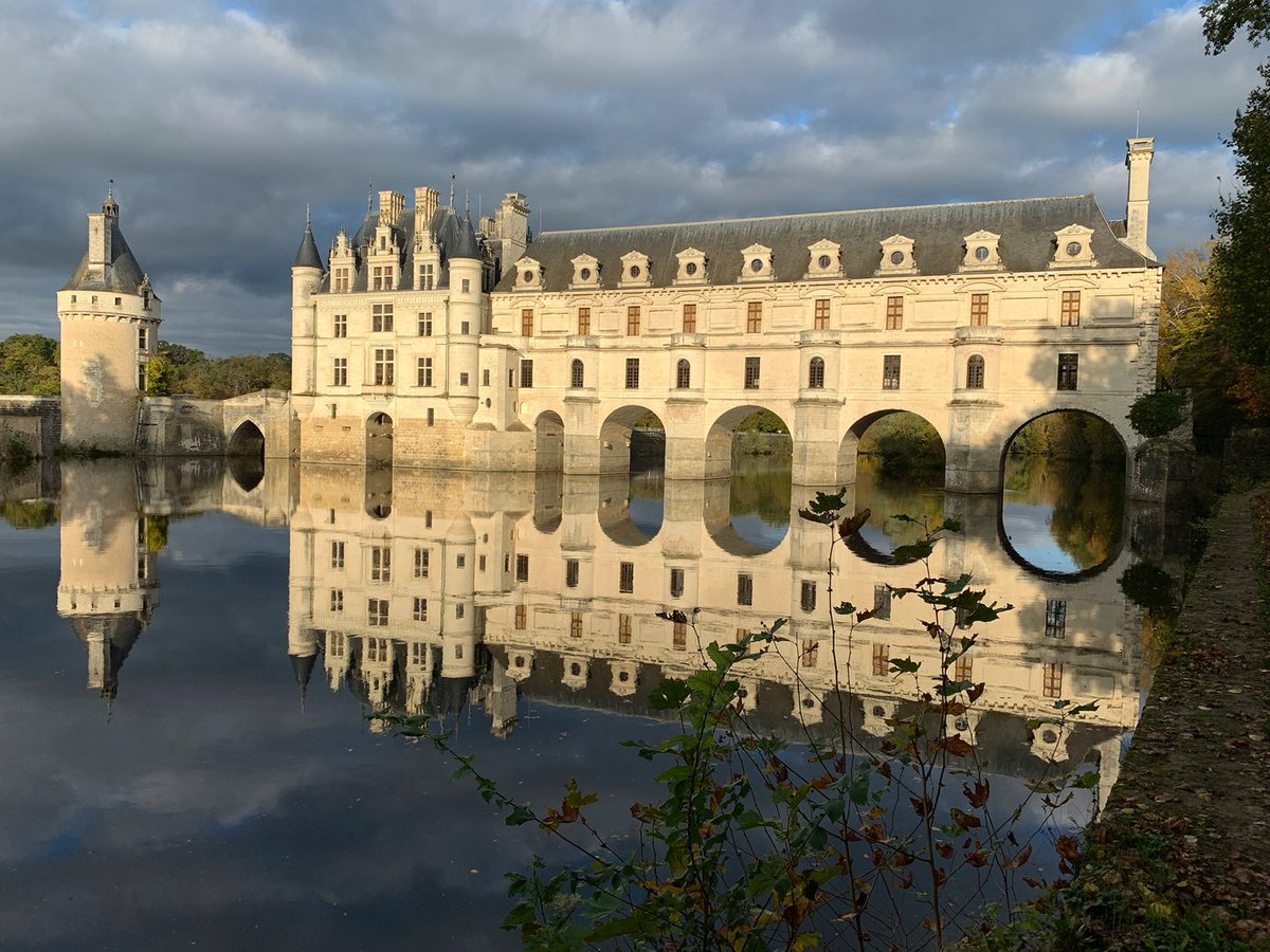 The Château de Chenonceau in the Loire Valley is the backdrop to the Métiers d'art 2020/21 show. Unveiled December 3rd, 7pm Paris time. Juergen Teller presents a liberated, contemporary take on the setting.  #CHANELMetiersdart #CHANEL  See more at https://t.co/PULVc64LBQ https://t.co/Qif2mO6eQ8