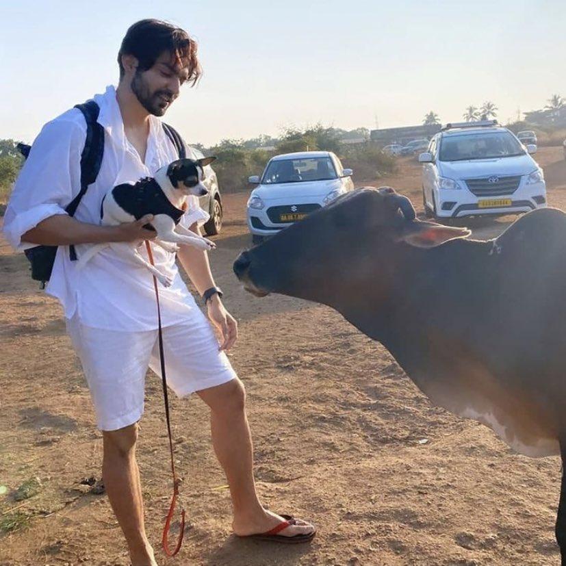 Our Heart Hacker 🔥🔥 @gurruchoudhary looking so handsome, cute 😻🌷Keep sunshine 🙏 #Goa #GurmeetChoudhary https://t.co/OYkD8nHSRw
