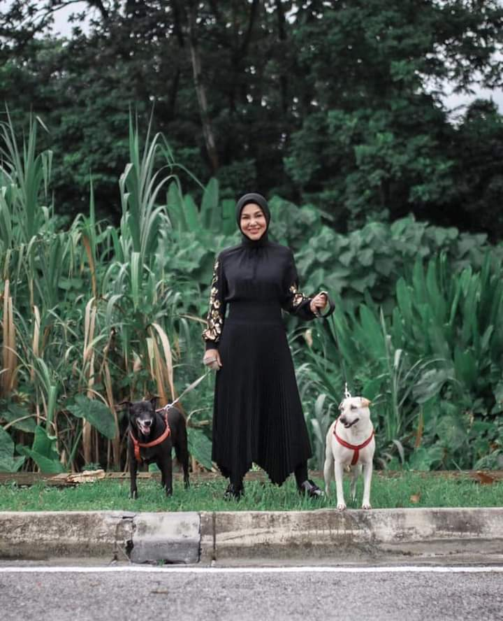 Malaysian actress, Datin Seri Umie Aida preaching about being kind to all animals, including dogs. Well done sister. 💖🙏🏼👏🏼  #BeKind #dogsofinstagram  Source: https://t.co/wkQqCZlqol https://t.co/hvzm4tPv2w