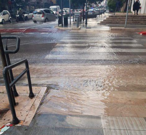 Via Notarbartolo invasa da un fiume d'acqua ma rubinetti a secco nel centro di Palermo (FOTO) - https://t.co/PlmJCdvH9P #blogsicilianotizie