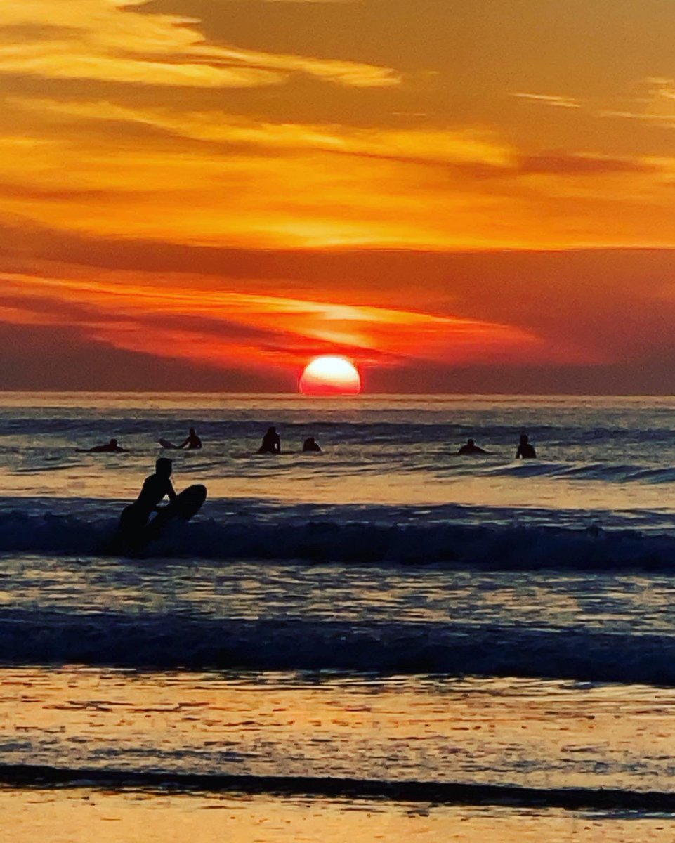 𝓢𝓸𝓬𝓲𝓪𝓵𝓵𝔂 𝓭𝓲𝓼𝓽𝓪𝓷𝓬𝓮𝓭 𝓢𝓾𝓷𝓭𝓪𝔂𝓼 We enjoyed a sunset dip last night (with wetsuits)... it was magical 🌅 . . . . . .  #sunday #SundayFunday #sundayvibes #sundays #SundayMorning #sundaymood #sundaynight #sundaybrunch #sundaydinner #sundayafternoon #sundayrunday