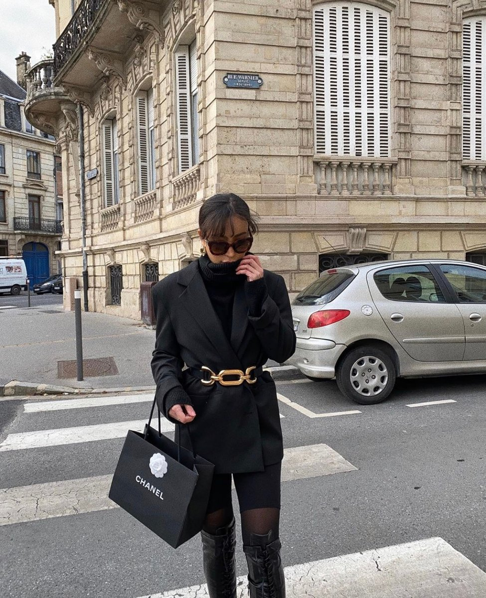 Walking away with a chanel shopping bag = a great day out  @@tissemrz   #luxurylifestyle #luxuryfashion #chanel