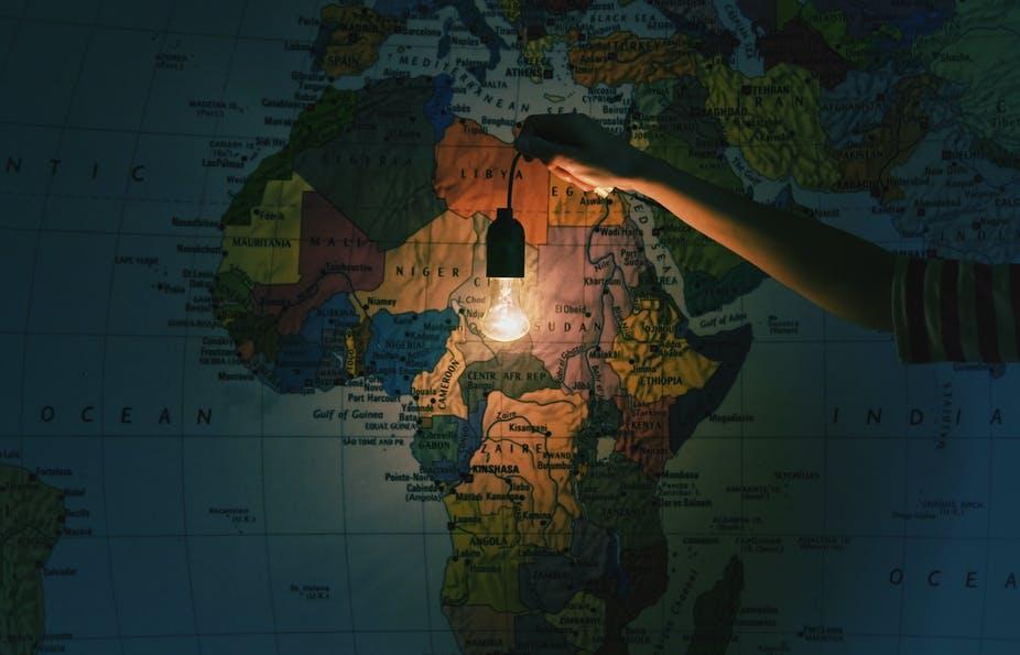 هل تم حل جميع مشاكل #غرب_أفريقيا حتى يتفرغ بعض المغردين المنتسبين لها للتنظير حول #الصومال و #شمال_أفريقيا، قبل مدة في التويتر الانجليزي كان هناك حوار بين بعض مغردي غرب افريقيا و الجاميكيين فلا تسأل عن الجرح الذي فتحوه حول دور #القبائل_الافريقية في بيع القبائل الضعيفة !