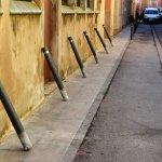 Image for the Tweet beginning: 🚧 L'Ajuntament  24 pilones