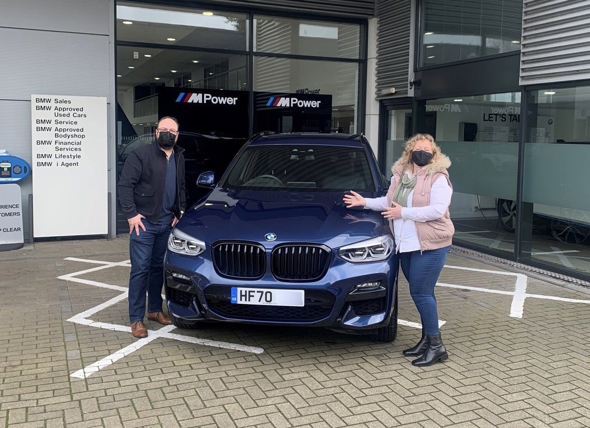 CLICK & COLLECT @Marshall_BMW #Bournemouth.   Mr & Mrs Barber with their new #BMW X3 from Cassius Newton. Congratulations! #marshallmoments https://t.co/CtLSIore7E