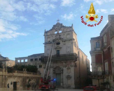 Rischio cedimento della facciata, intervento dei pompieri a Santa Lucia alla Badia - https://t.co/0sJPA1FA63 #blogsicilianotizie