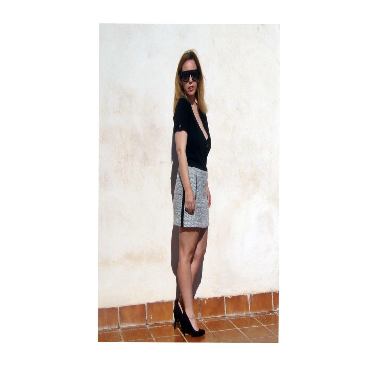 Hoy en el blog desafiando al otoño con minifalda y sin medidas. . .  . . #ootd #newpost #outfitoftheday #outfit #streetstyle #minifalda #lookoftheday #bloggerstyle #blogger #blog #hipster #igdaily #iphonesia #cute #l4l  #fashion  #casual #casualstyle