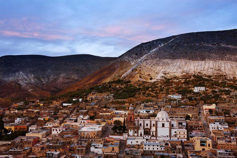 Hoy nos vamos de viaje por las costumbres y tradiciones de México. Un auténtico viajero sabe que la más pura cotidianeidad se vive en sus pequeños pueblos. Este mágico país nos ha robado el corazón con su naturaleza, su gente y su gastronomía.  😍🌮--> https://t.co/hd2kLKeRzj https://t.co/iPzKqAlRL4