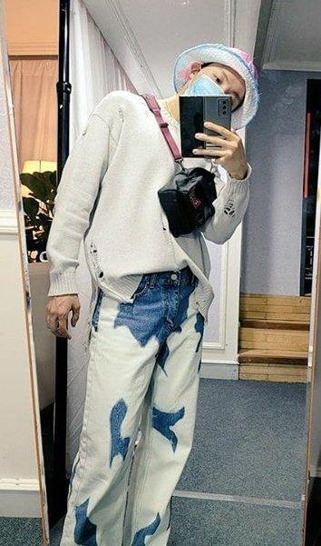 Mi #ARMYSelcaDay es hobi mirror selca 🥰 #ARSD
