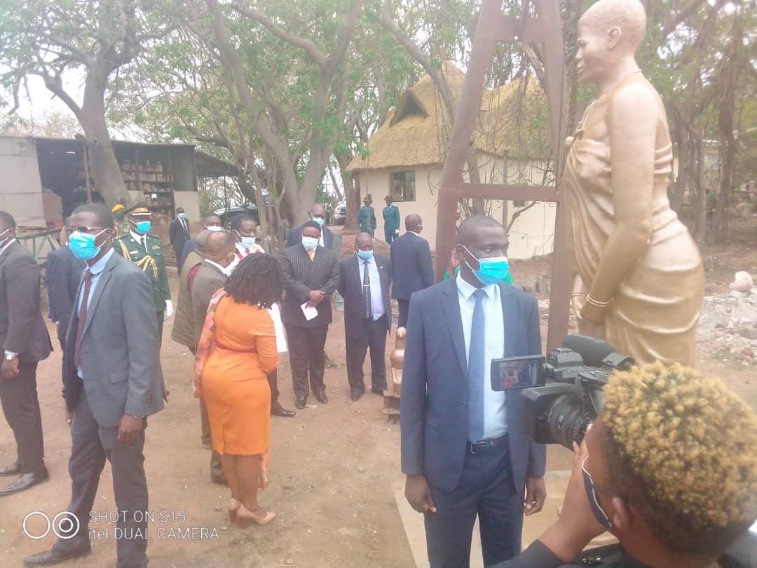 President @edmnangagwa has visited Nyati Gallery near Snake Park to view the Mbuya Nehanda statue done by Mr David Mutasa. @ChronicleZim @ZTNnews @StarFMNews
