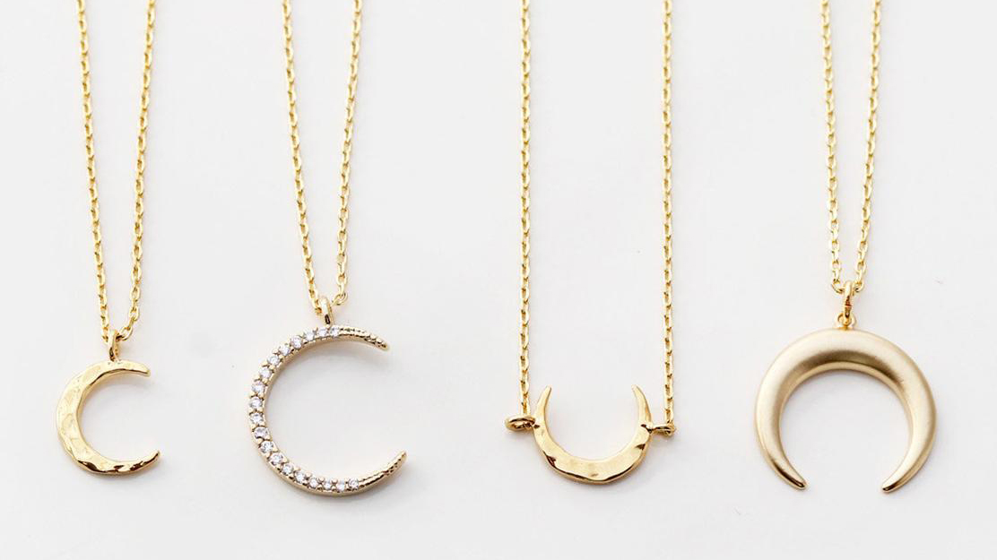Those 🌙 necklaces you love from Etsy seller TomDesign? Yep, they're on sale. Shop #CyberMonday deals on your jewelry faves! https://t.co/8ML2HyFNGZ https://t.co/Z3G0zuzkdR