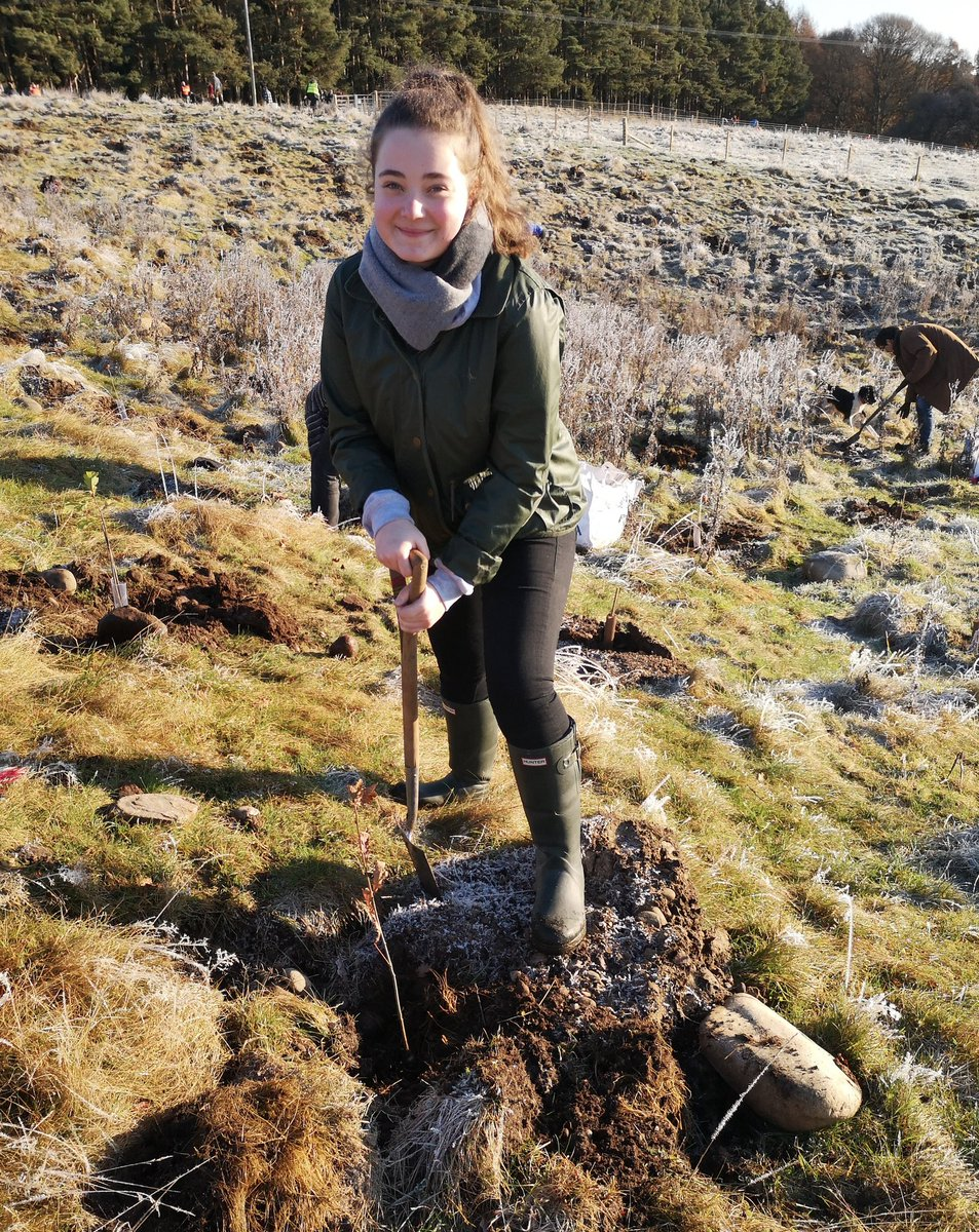 Last year our #IWill Development Officer @Jenni_Snell1 & #IWill ambassador @AbbyLang took part in a very frosty #BigClimateFightback tree planting event with @WoodlandTrust! 🌳❄️  #PowerOfYouth #IWill4Nature