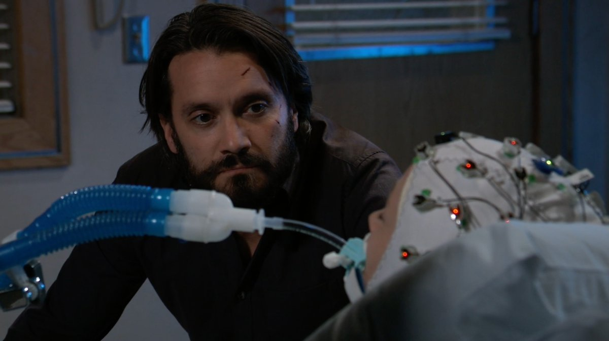 Lulu's condition isn't improving and it's time for her family to make some tough choices.  An emotional, new #GH starts RIGHT NOW on ABC! @dom_zamprogna https://t.co/JGiVQMmP5a