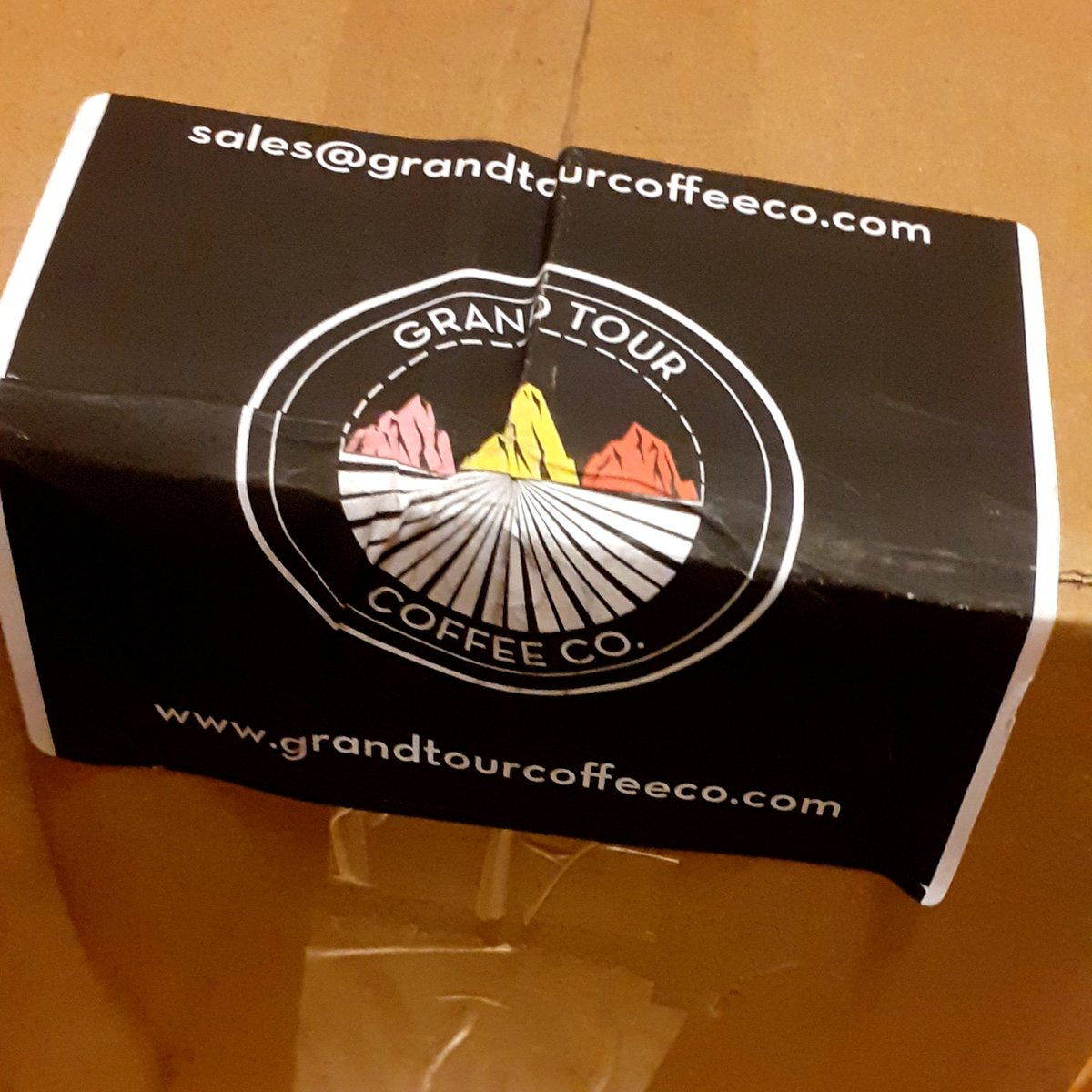 Speedy delivery from @GrandTourCoffee 🤩 Have to hide it from the furry fans 😅🐻🐻 #coffeelovers #Coffee #cyclinglife #cyclingcoffee #fortherideforthejourney https://t.co/I4nMgkfrqy