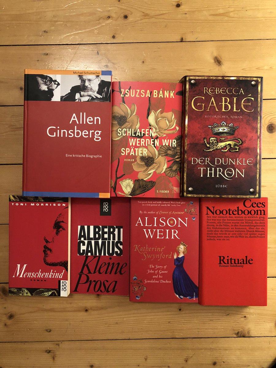@papercuts1 Ich wusste bis jetzt noch nichts vom #redmonday, aber mein Bücherregal gibt ne Menge rotes Lesefutter her.