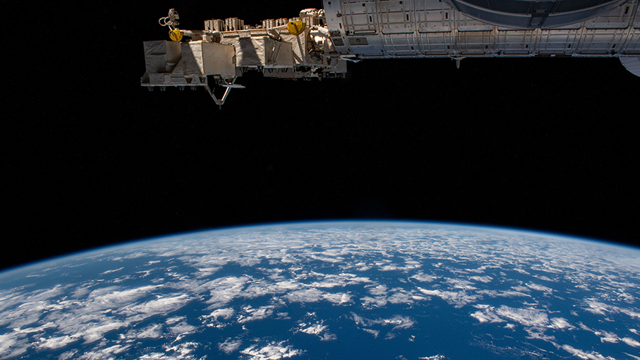 The Exp 64 crew prepped for the next @SpaceX #Dragon cargo mission, harvested radishes and studied time perception today. More...