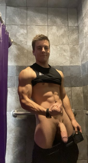 Gym shower with my cock out, why's up  https://t.co/dqZPLhJ3t1 https://t.co/yNBT9RB5vg