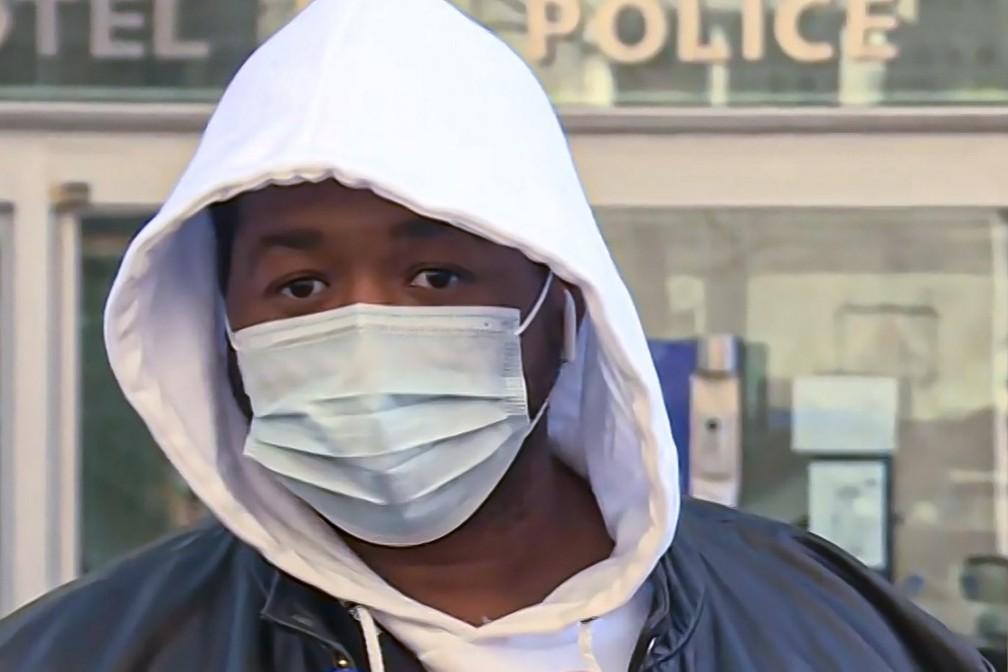 Quatro policiais são formalmente acusados por agressão a homem negro na França https://t.co/cOy6OkZPIB #G1 https://t.co/hgcD4pcGew