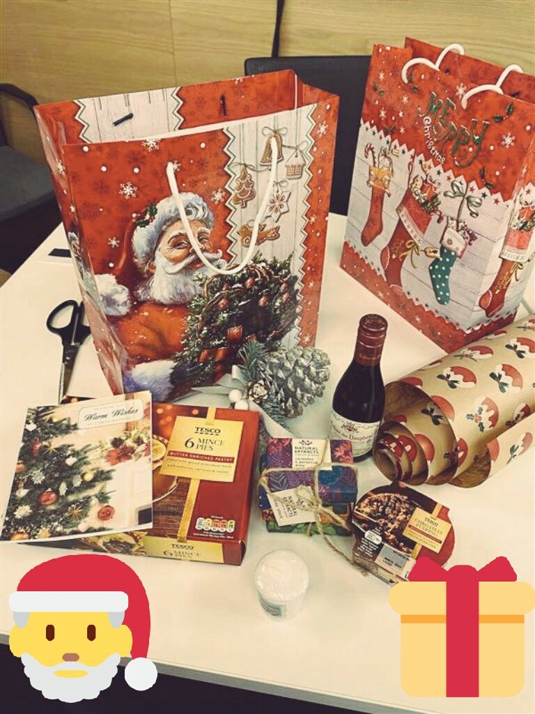 Our students and staff have prepared 72 festive gift bags via Santa's Workshop initiative ready to give to local isolated elderly people in the community #iwill #Christmas @RoyalHolloway @volsupportns @age_uk @reengageuk @VillageCentre_ @stjohnsegham @StPaulsEH @ForestEstateHub