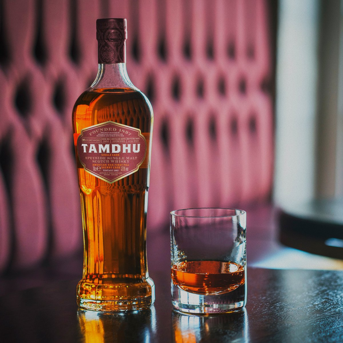 A limited number of bottles of our exclusive Tamdhu London Heathrow Single Cask are now available to buy via our website. 🥃  Previously exclusively available at London Heathrow, this  is truly a dram for those who accept only the best.   Shop now: https://t.co/N301t1x6s4 https://t.co/lgBKjdjXtd
