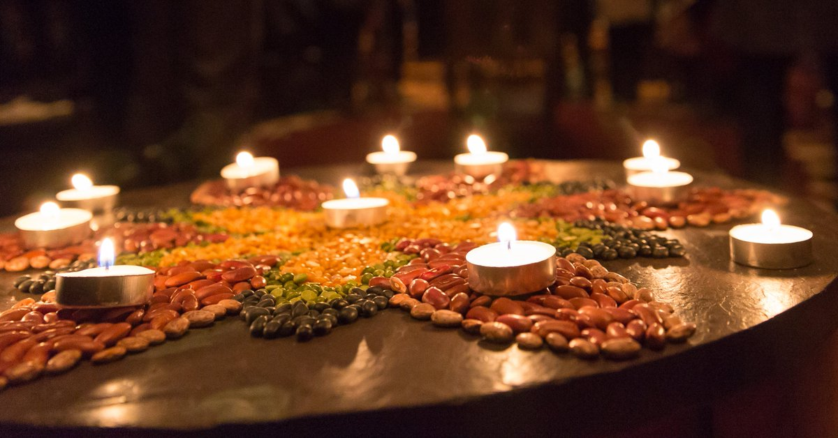 The @HarvardDivinitySchool hosts a Virtual Seasons of Light celebration—including music, readings by HDS students, the ritual kindling of many flames, and communal prayers and songs—tonight at 5:30pm EST: