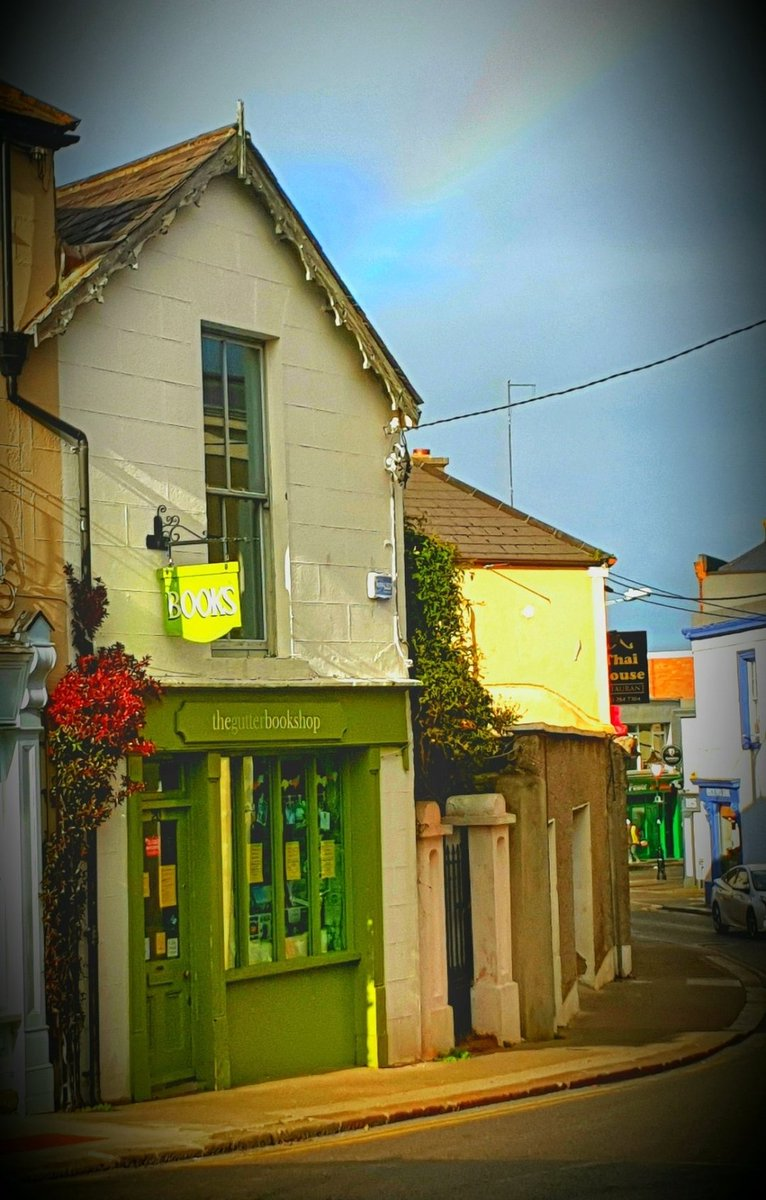 Thank you to @karin_isabella for reminding me that 30th November was @GutterDalkey 's 7th Birthday! We opened our little pop-up Xmas Gutter in #Dalkey 7 years ago & it's gone from strength to strength - all due to Marta & Rebekah's hard work & stacks of local support. #ThankYou