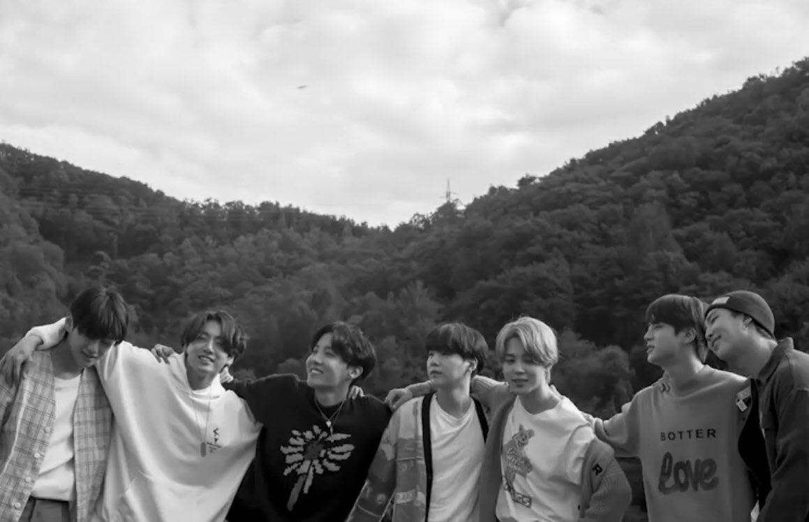 우와♡너무너무 축하해 (๑˃̶͈̀ ᗨ ˂̶͈́)੭🎉✨ 아포방포💜 #LifeGoesOn1onHot100 #방탄소년단