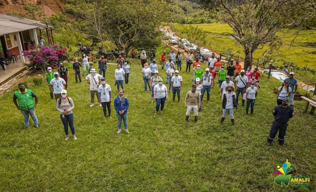 Seguimos avanzando con @Corantioquia, @EPMestamosahi y la @AlcaldiaAmalfi en nuestra meta de sembrar 25 millones de árboles. 🌳🌳  ¡Cuidar el planeta es Cuidar la Vida! https://t.co/gfRgUlmygH