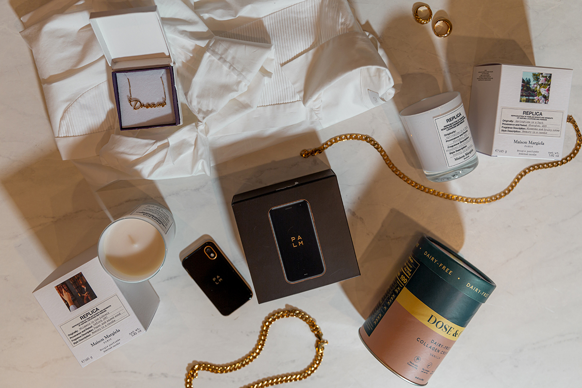 For every woman on your list: Palm is the luxury gift that's actually affordable. Check out the gift guide from @dayinmydreams. Thanks for the love!   Our Cyber Week sale begins today !  #LifeMode #PalmPhone #Tech #GirlBoss