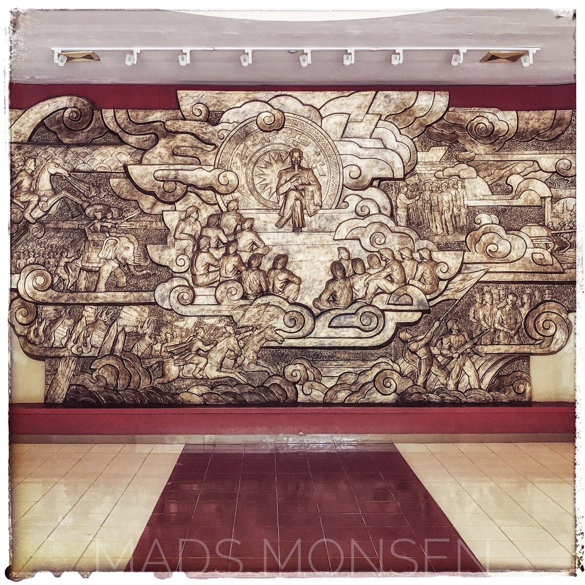 Wall mural. Vietnam Military History Museum, Hanoi. #iphonography #discovervietnam #hanoi #vietnam #mural #travel https://t.co/cHbLWq6Fcg