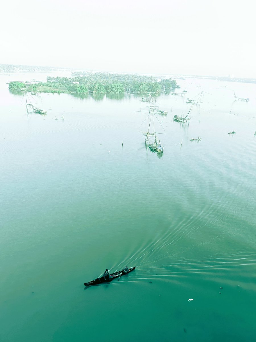 Long boat fishers start early on the #green #backwaters of #Kochi #kerala #india https://t.co/APxGBgQtng